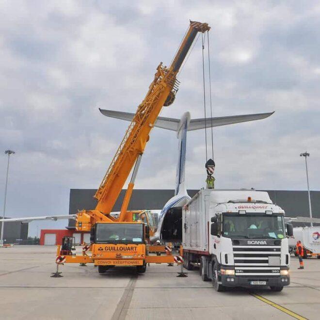 Volga-Dnepr_Airlines_winglift_loading_01