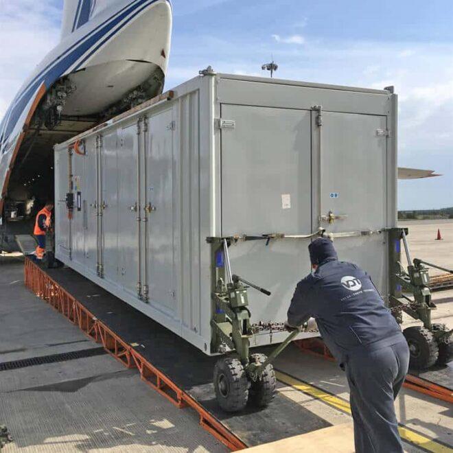 Volga-Dnepr_Airlines_winglift_loading_04